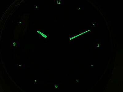 蓄光性夜光塗料で夜間も見やすい設計です。