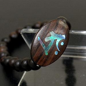 〜螺鈿(らでん)〜 干支別守り本尊梵字プレート付き腕輪念珠【丑】虚空蔵菩薩