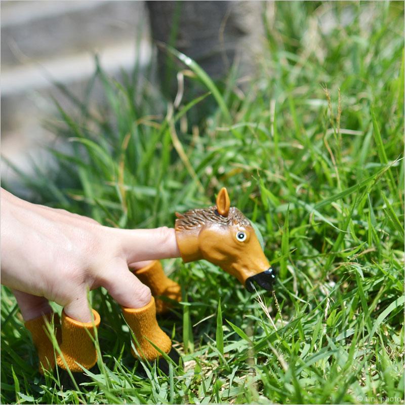 アクータメンツ フィンガーホース 指人形 馬 うま 蹄 ひづめ フィンガーパペット Accoutrements パペット ホース 人形 猫 おもちゃ 雑貨