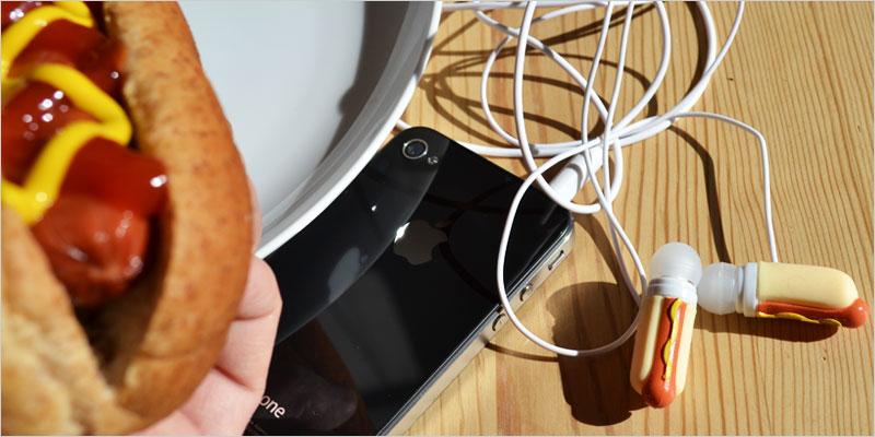 アクータメンツ  ホットドックのイヤホン【Accoutrements 雑貨 ヘッドホン オーディオ おもちゃ おもしろ ユニーク】