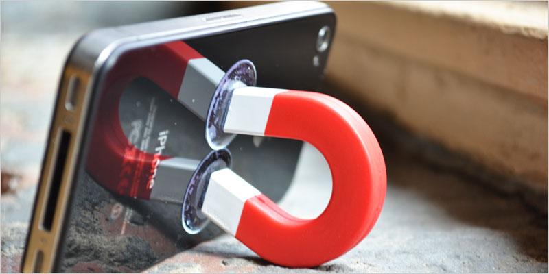 フレッド iMag (携帯電話スタンド) 【Fred iPhone iPod 携帯ホルダー ケーブルホルダー コード アクセサリー PCアクセサリー スタンド 収納】