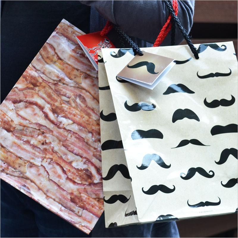 アクータメンツ ギフトバッグ 【ひげ 髭 ベーコン ユニーク ギフト プレゼント 贈り物 包装 ラッピング 紙袋 袋 誕生日】