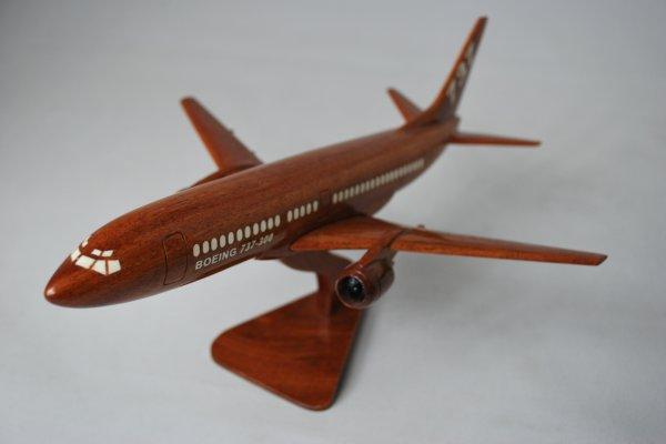 手工制作的木制模型飞机