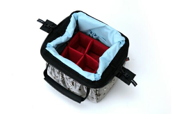 ワイドオープン・ハンドバッグ<ミッキーマウス>