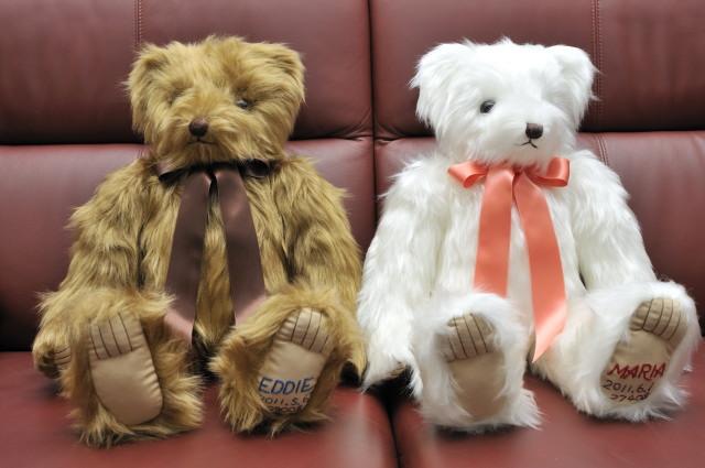 手工制作原始泰迪熊填充动物体重熊绣与 02p11feb13 的名字
