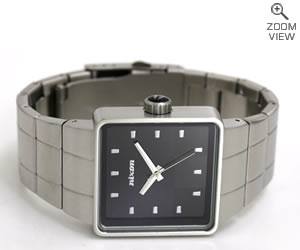 NIXON ニクソン 腕時計 QUATRO NA013000-00 ブラック 横置き
