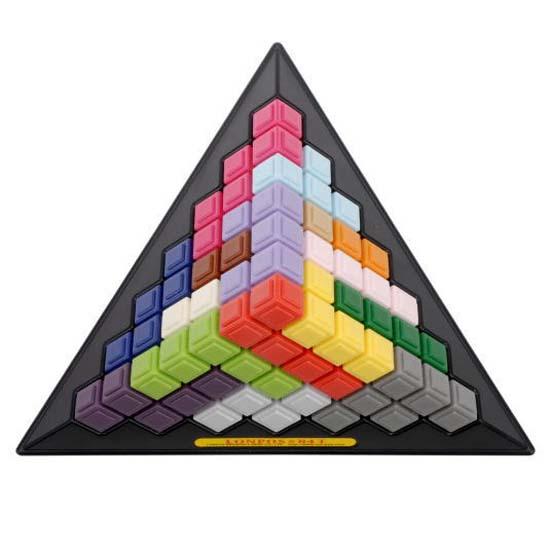 字来完成这个金字塔金字塔