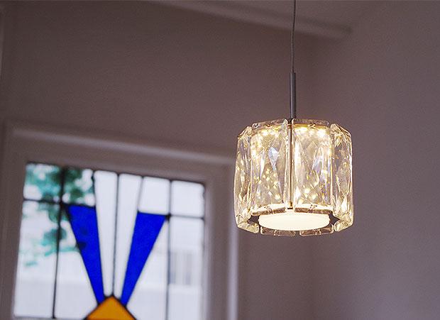 クリスタルガラスが煌びやかなペンダントライト【Glimmer グリマー】です。ー