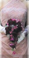 ピンクや赤のカクテルドレスに合った生花ブーケ