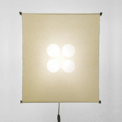 喜多俊之のデザインによる、1971年に発表された手漉きの和紙を使った照明器具stile LIFE 「TAKO」シリーズ。