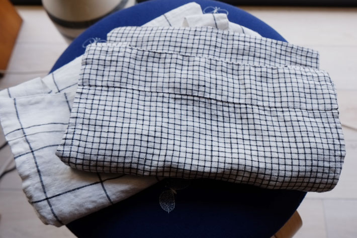 not perfect linen short square cross linen apron small checks hafen. Black Bedroom Furniture Sets. Home Design Ideas