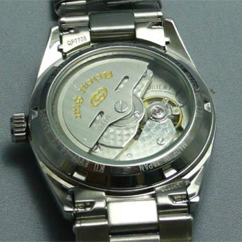 腕時計の裏ブタのガラスの文字入れ前