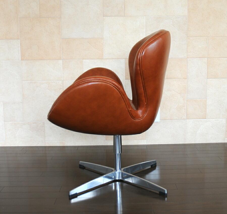 作为阿尔内·雅各布森的代表作的天鹅椅子.