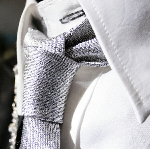 Tie suit