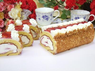 ロールケーキ 苺