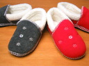 Now only in the two-legged cute snowflake embroidery! プチスノー room shoes warm