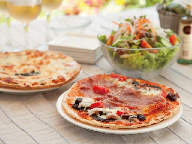 有機ピザのテーブルイメージ