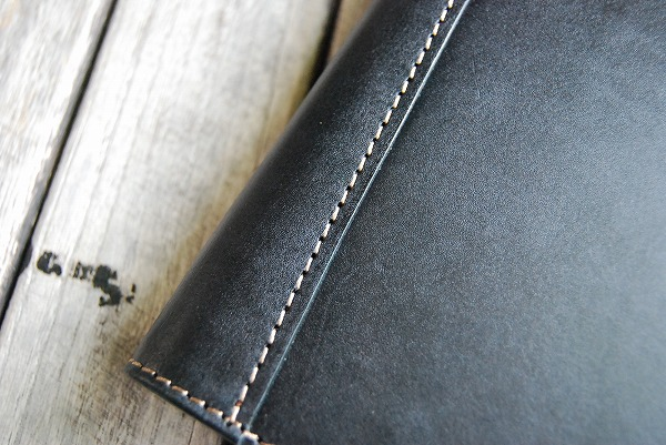 背表紙部分は2重に補強縫い