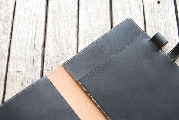丈夫な皮革専用糸で綺麗なステッチ