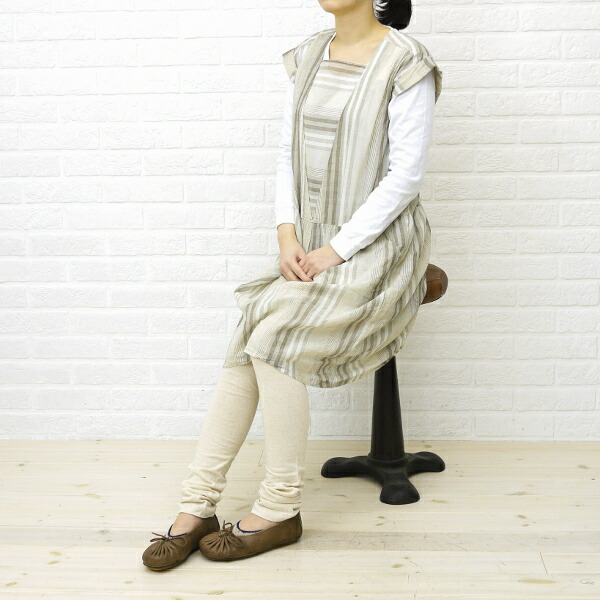 """Wearing image of French Bull( French bulldog) cotton linen ten minutes length leggings """"chimney spats"""" .129-102"""
