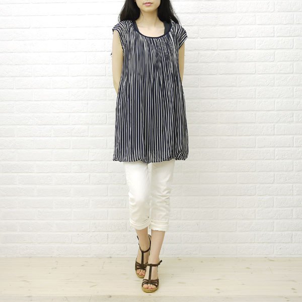 Wearing image of Calzanor( カルザノール) espadrille suede leather wedge sole T-strap sandals, A812