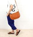 IL BISONTE (イルビゾンテ) leather half-moon-shaped shoulder bag (L), 411758-0061302