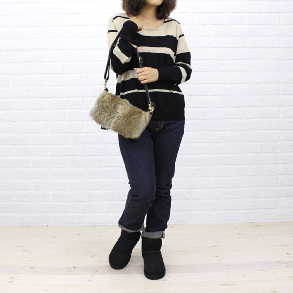 "Wearing image of UGG Australia( アグオーストラリア) sheepskin ankle boots ""W CLASSIC MINI"" .5854"