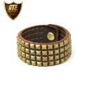 Four regular handling HTC(Hollywood Trading Company) #14S-100 Small pyramid bracelet dark brown leather X brass studs