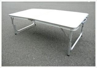 付属の足は脱着式でローテーブルにもなります