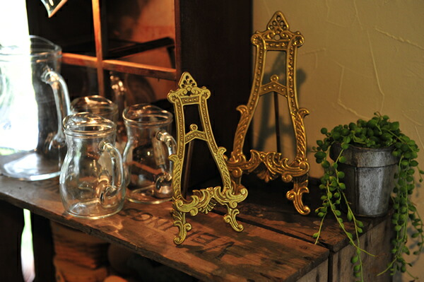 Easel, Dish stand �C�[�[���A�M����