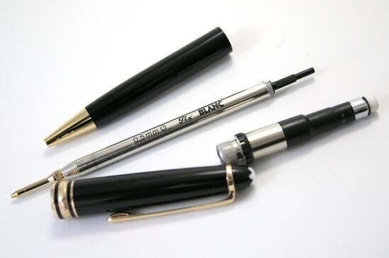 成人生产简单, 典雅的外观.   机械铅笔笔尖.