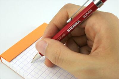 手になじむ鉛筆の持ち心地
