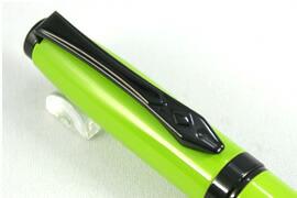 クリップは万年筆ペン先の形