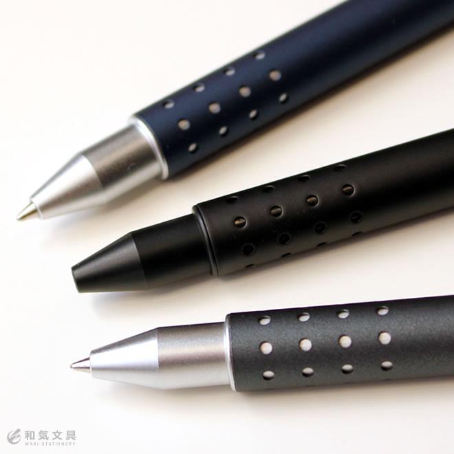 筆記時に指がフィットするグリップ形状