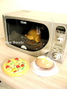 It is the microwave oven of the toy which reproduced a microwave oven of デロンギ faithfully. Little child mom microwave oven
