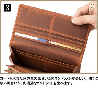 3.小銭入れの収納も大容量。かぶせが受け皿になるため、コインを余裕で取り出すことができる。