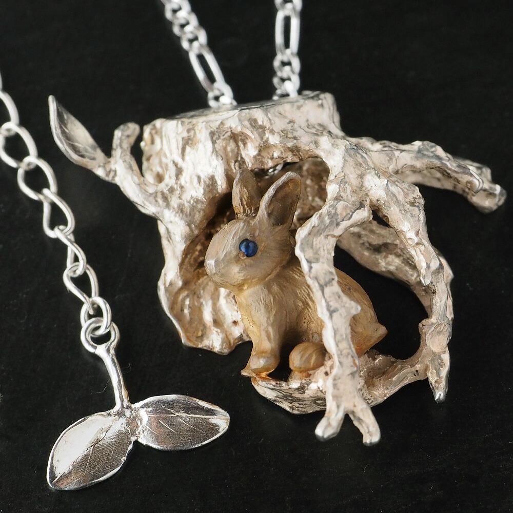 DECOvienya(デコヴィーニャ) 手作りアクセサリー 穴ウサギのペンダント シルバー [DE-119]