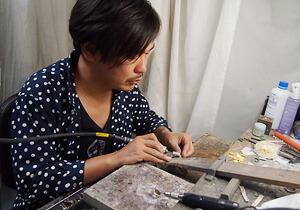 手作りアクセサリーブランドDECO(デコ)を手がけるキミドリ造型社 代表 坂井明博(さかい・あきひろ)さん