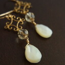 Pierced earrings of the new citrine mother of pearl
