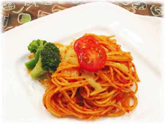 サルチャとチーズのスパゲティ 日本のスーパーで売られている一般的なスパゲティは26センチほどです