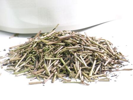 京都、伏見で製造された、本格的宇治の棒茶、一番摘みのお茶、茎茶、加賀の棒茶、加賀棒、