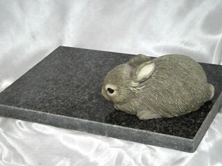人気の黒御影石ペットマット(ペットベッド)ラステンバーグ
