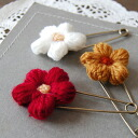 A kilt pin of the kind texture full of plus ♪ handmade feelings is fashion accessories accessory ◆ fluff knit flower kilt pin of the affinity preeminence with a hat and the stall for prettiness with a soft woolen flower casually