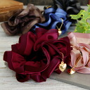 The hair accessories ◆ heart charm satin chou chou which I am accompanied by a charm, and both the prettiness and the dignity have realized of the ◎ gold heart elegant as for this as for the chou chou of 2 tone colors that I right used the light and shad