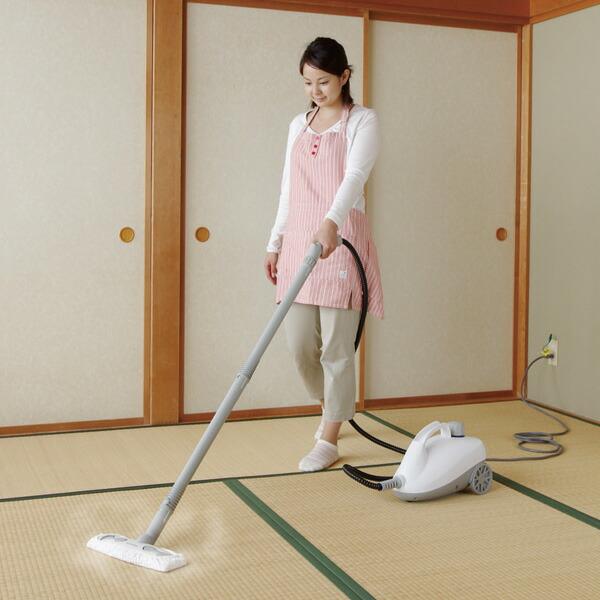 アイリスオーヤマ スチームクリーナー STM-410N ホワイト 掃除シーン