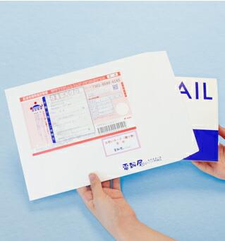 電報屋のエクスメールは電報台紙をしっかり梱包して配達します
