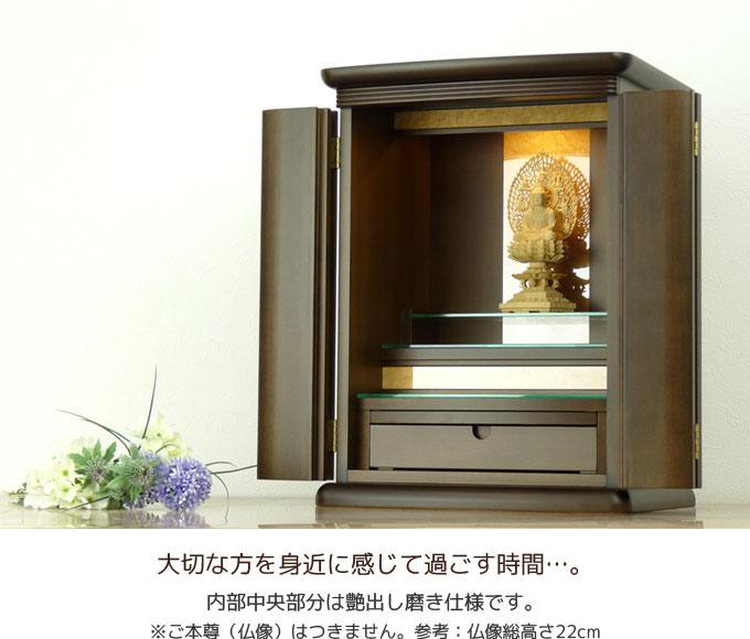 内部中央部分は艶出し磨き仕様。常に美しい仏壇制作を心掛けています。