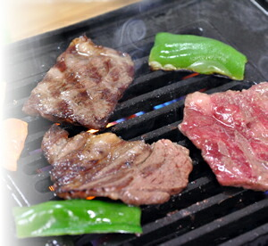 松阪牛食べ比べ(すき焼用100g、焼肉用100g、サイコロステーキ100g)