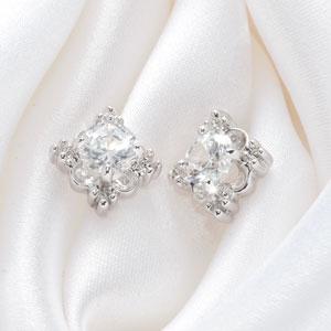 ティアラ ティアラ ~tiara~《宝冠》ピアス その名のとおり宝石の美しさ、輝...  《ニュ
