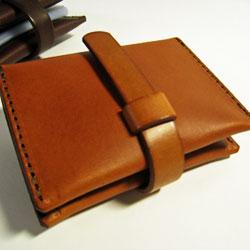 カードで財布がパンパンではありませんか?